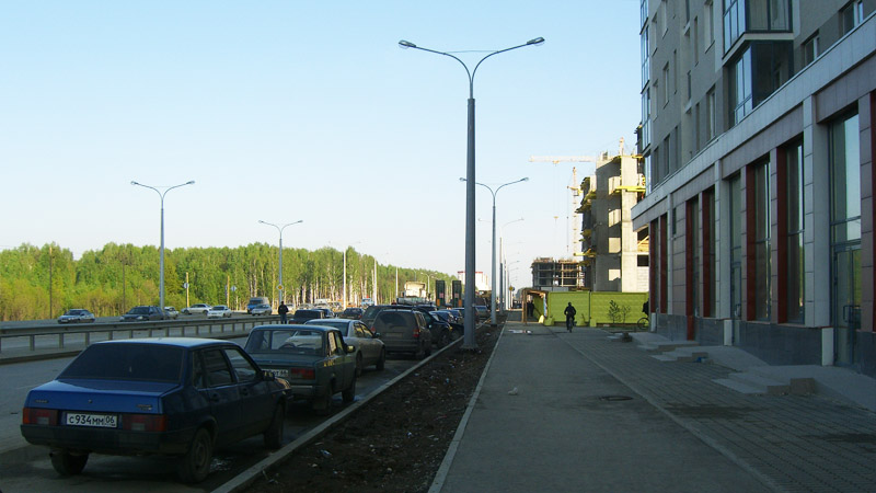 Unhuman scale of street lighting