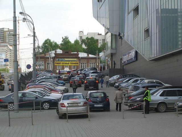 """Тротуар-парковка у ТЦ """"Алатырь"""""""