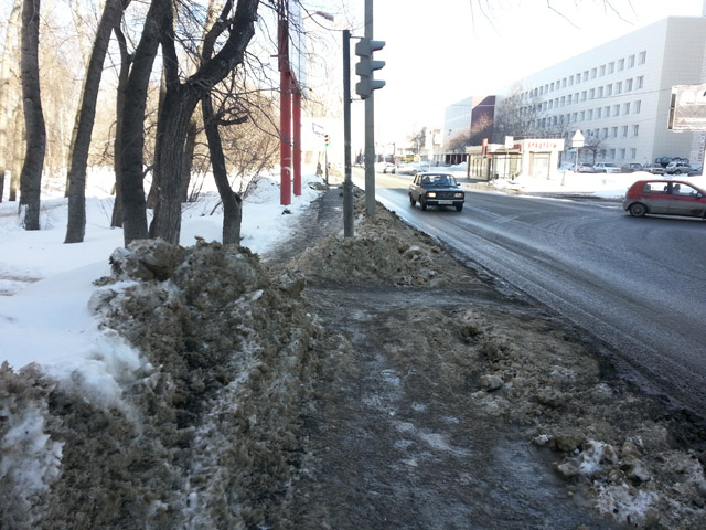 Тротуар вдоль проезжей части