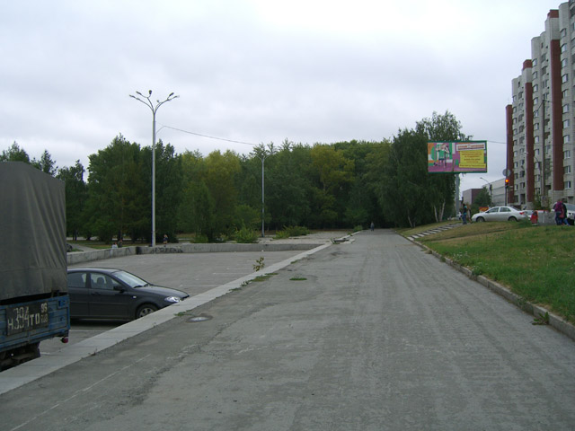 Тротуар с северной стороны