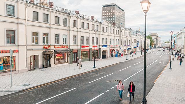 Реконструкированная улица Маросейка в Москве