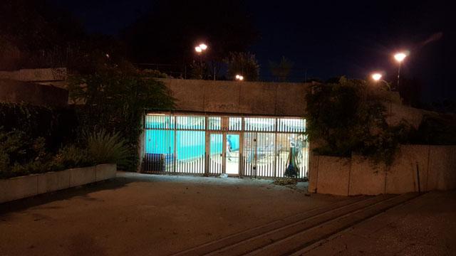Спортивный зал в техническом помещении под дорогой в Париже