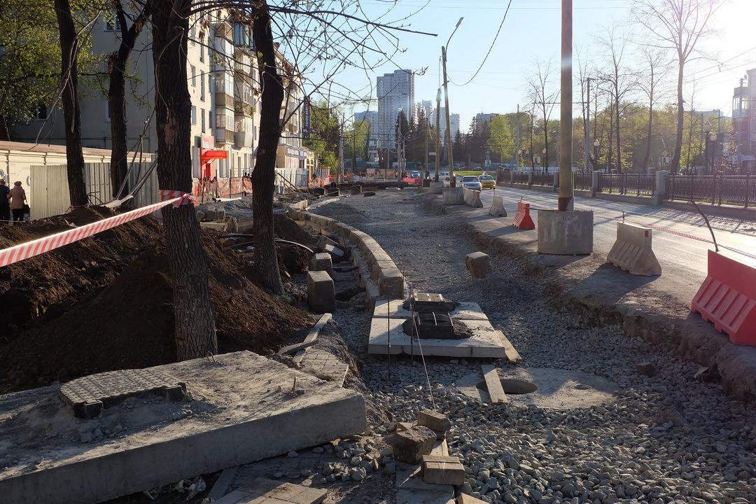 Остановочный карман, уничтоживший все озеленение на перекрестке Ленина-Московская. Фото: Falshivomonetchick, форум Skyscrapercity