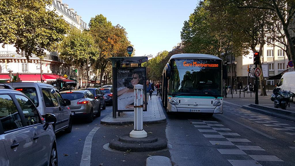 Выделенная полосы для автобусов в Париже