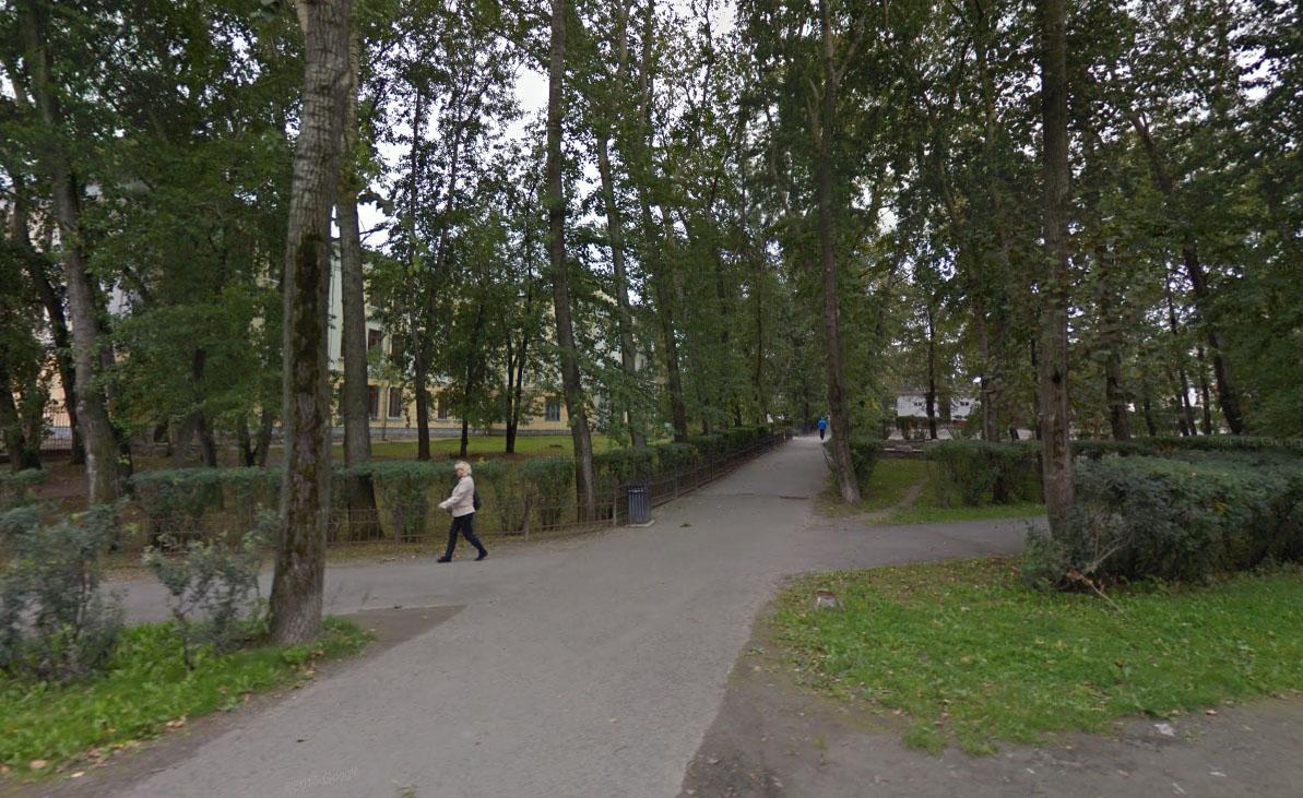 Зеленая зона перед Медицинским колледжем, которой больше не будет.