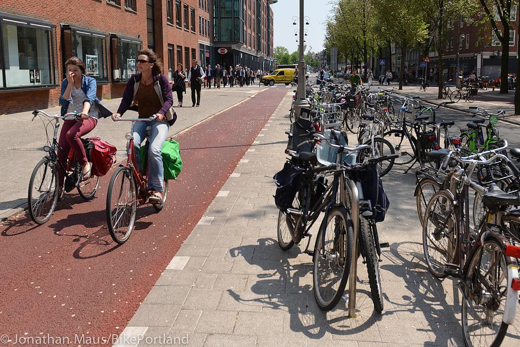 Велосипедисты должны иметь возможность обгонять друг друга и ехать бок о бок