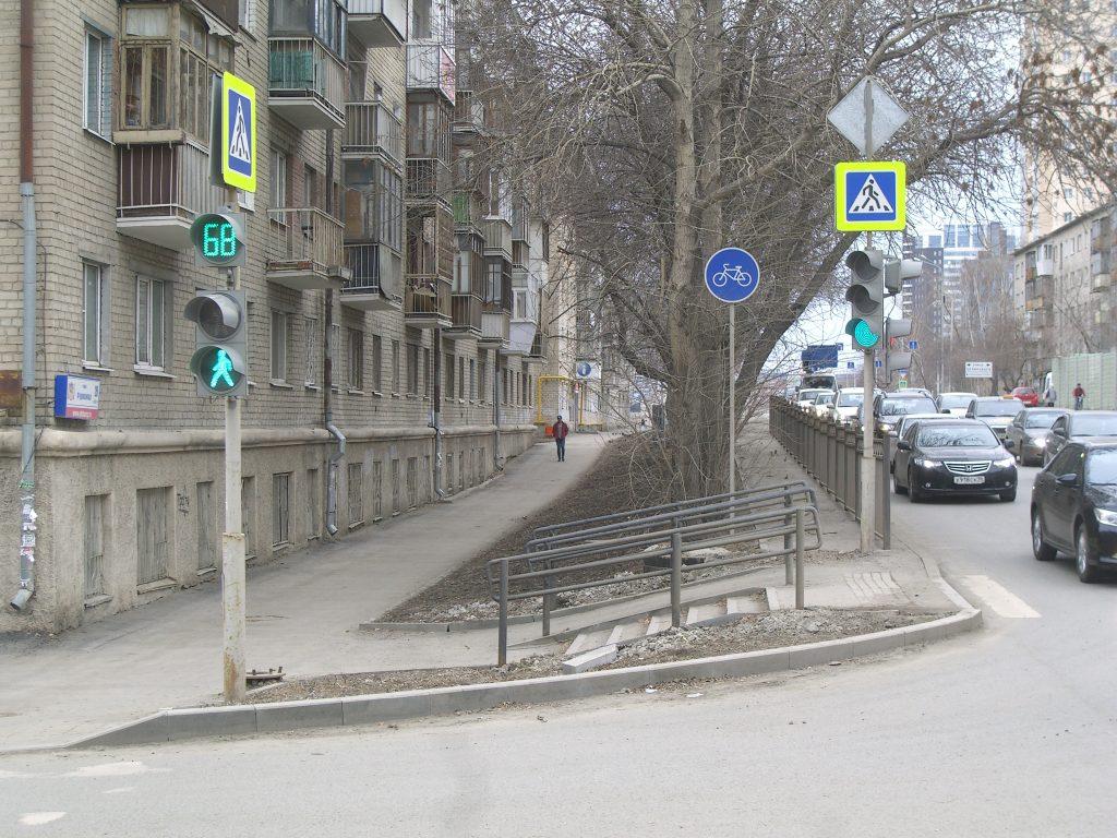 """""""Велодорожка"""" на Фурманова: хрестоматийный пример выброшенных на ветер бюджетных средств."""