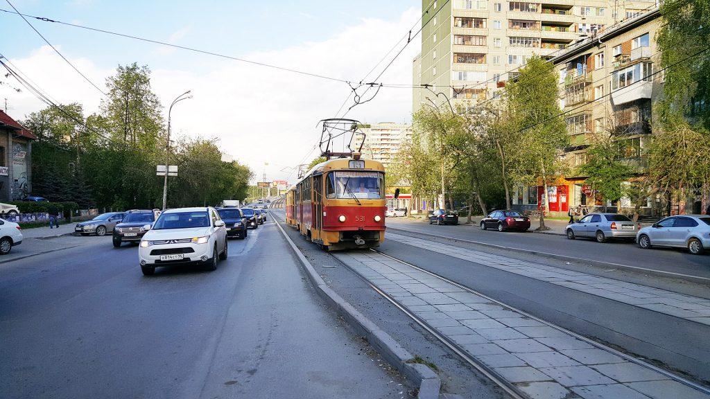Обособленные трамвайные пути на улице Малышева.