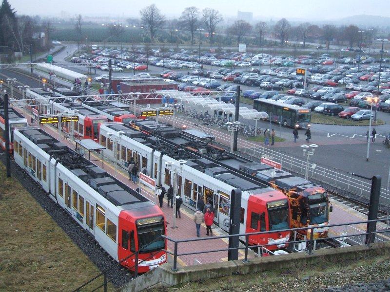 Park+Ride в Кёльне, использующийся болельщиками, приезжающими на стадион RheinEnergieStadium (кстати, тоже без парковок).