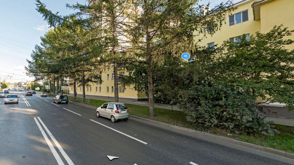 Рядная посадка деревьев может эффевтивно защищать тротуар от машин