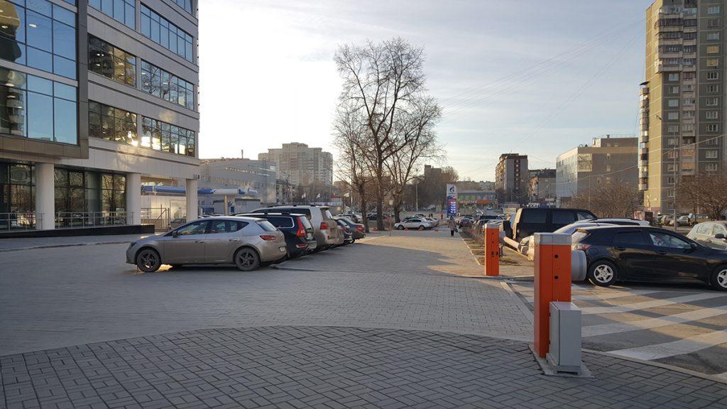 "Тротуар около ""Академии единоборств"""