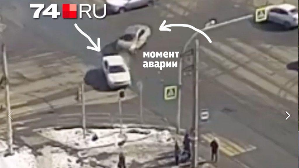 Углы перекрестков - одни из самых опасных мест. Именно сюда вылетают машины в случае ДТП.