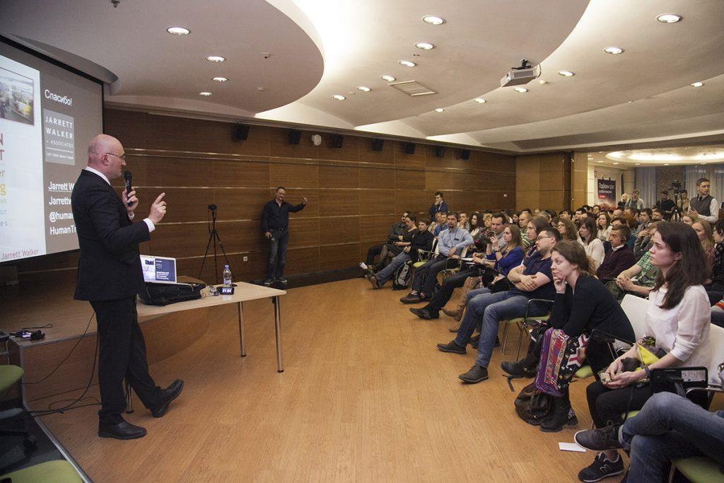 Открытая лекция Джарретта Уокера во время его визита в Екатеринбург