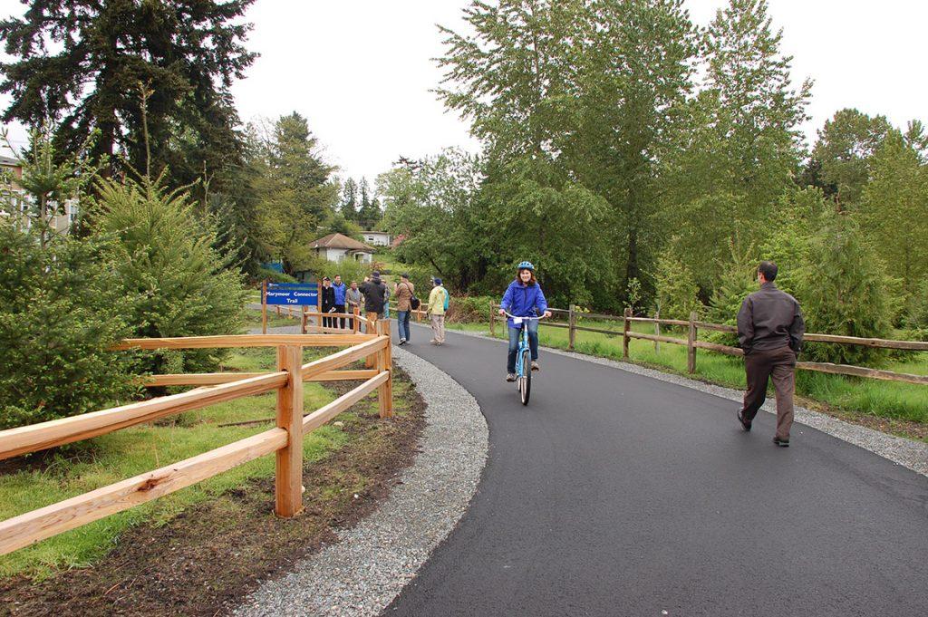Защищенные от автотранспорта делают велосипедный туризм доступным для всех желающих