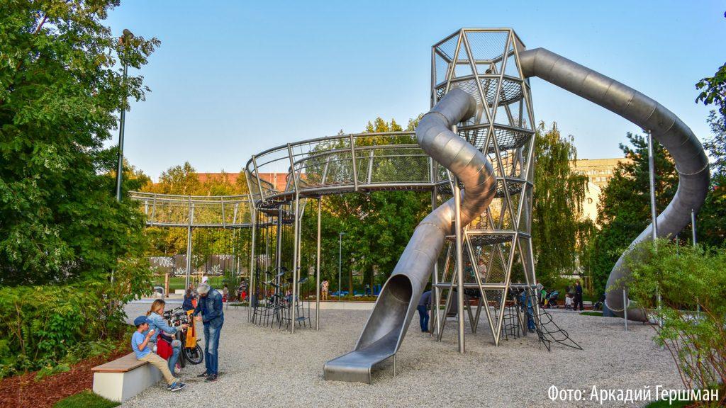 Уникальная детская площадка в Москве. Подробности в репортаже Аркадия Гершмана.