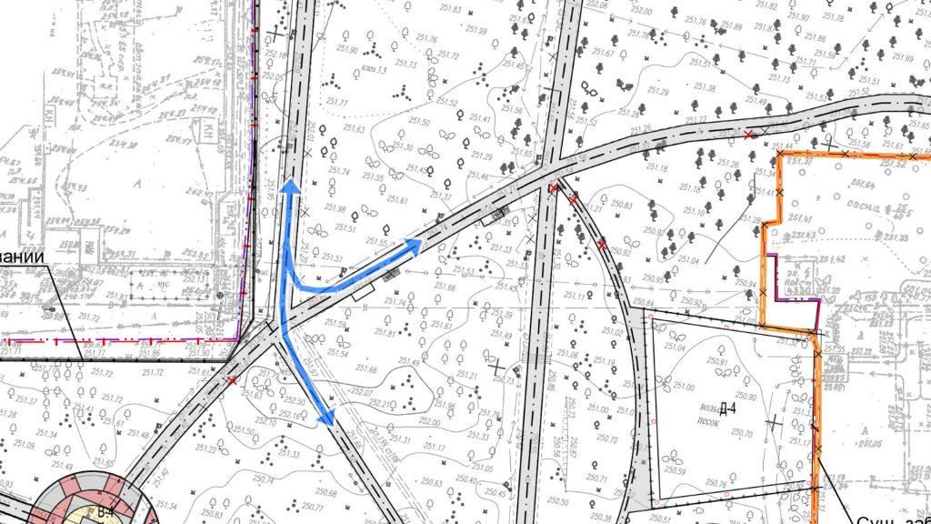 """Перекресток дорожек в районе """"Антараса"""". Бегуны, делающие круг по Роще, поворачивают и срезают путь через газон. Проект никак не отражает эту траекторию движения."""