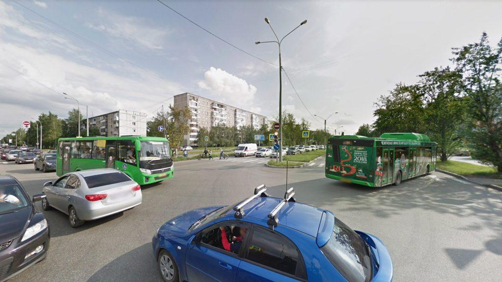 Транспортная ситуация на улицах де Геннина и Серафимы Дерябиной уже сейчас сложная. Не стоит усугублять ее дополнительными пересечениями с трамвайной линией.