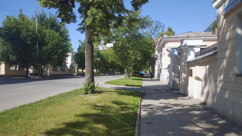 Улица Декабристов между Чапаева и Степана Разина