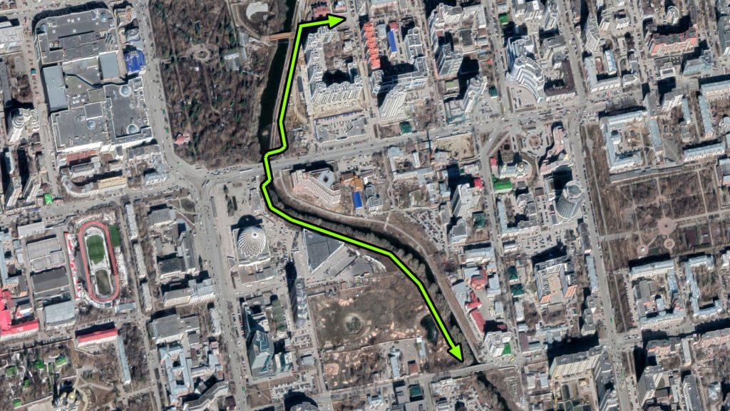 От Куйбышева и южнее транзитную пешеходную и велосипедную дорожки лучше перенести на правую сторону Исети