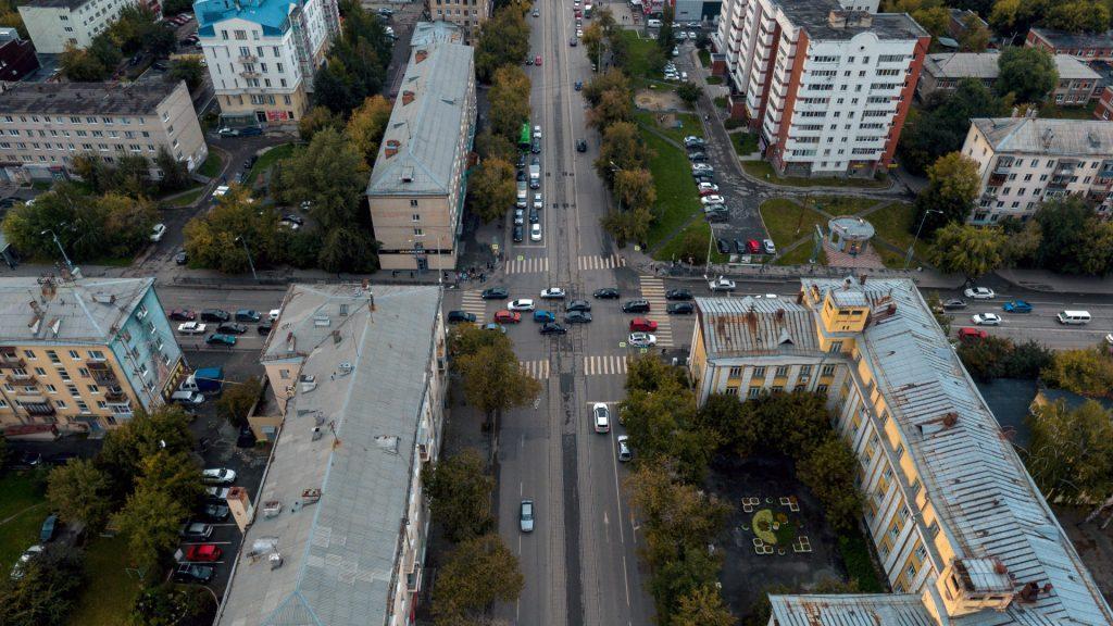 Соседние перекрестки, например, с улицей Фурманова, сдереживают поток по 8 Марта в большей степени, чем перекресток с Фрунзе.