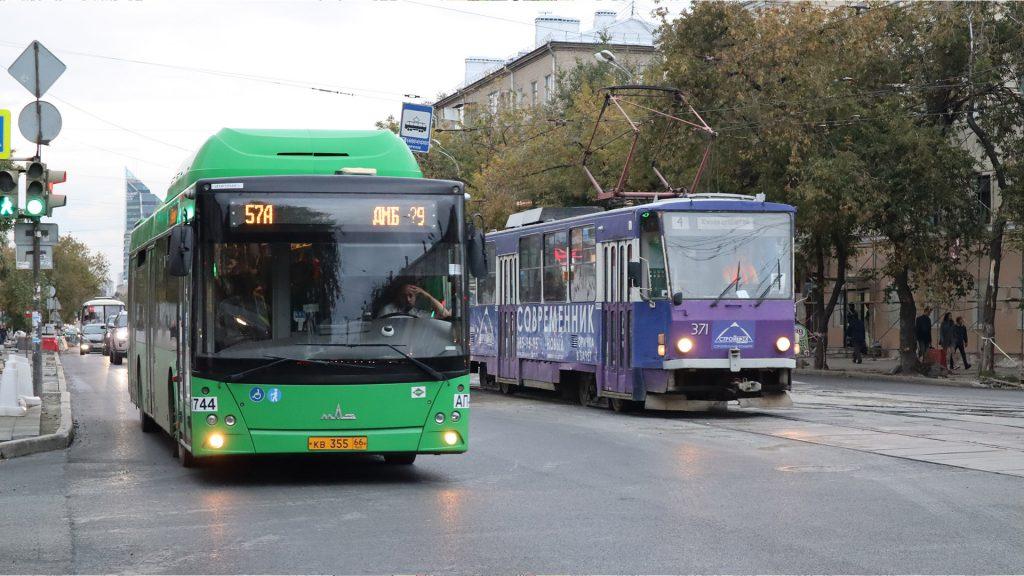 Автобусы гораздо доступнее трамваев и поэтому они есть более-менее по всему городу.
