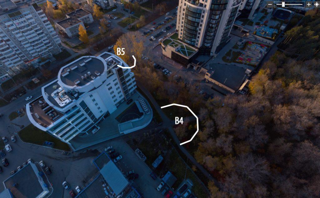 """Площадки В4 и В5 находятся в наименее удачных местах для размещения каких-либо основательных мест для отдыха. Одна - рядом с вечно шумящей автомойкой, другая - в тени от здания Академии единоборств, рядом с парковкой """"Антареса"""" и проезжей частью улицы Шейнкмана."""