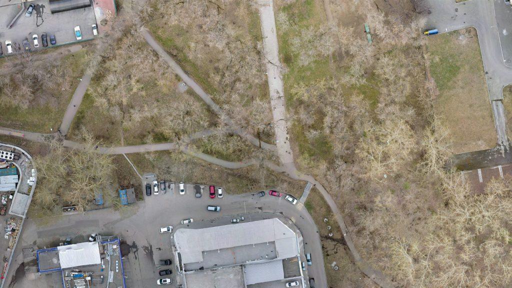 Вид сверху на тот же участок парка сегодня.
