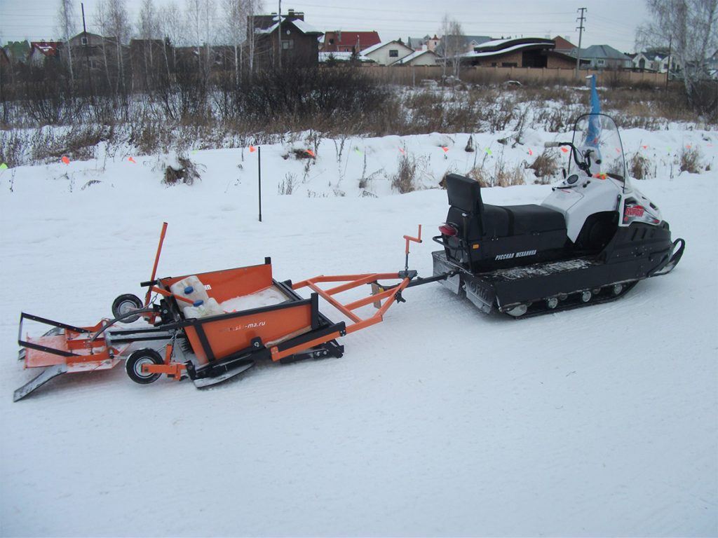 Укладчик классической лыжни на базе снегохода.