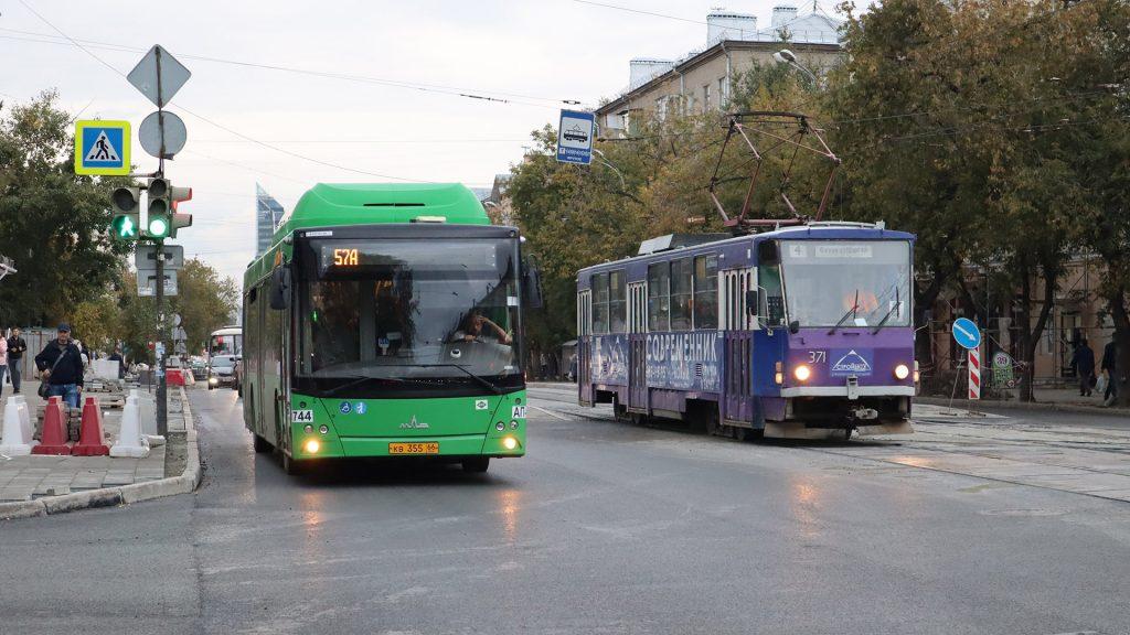 Трамвай с улицы 8 Марта предполагалось убрать под предлогом, что он дублирует метро.