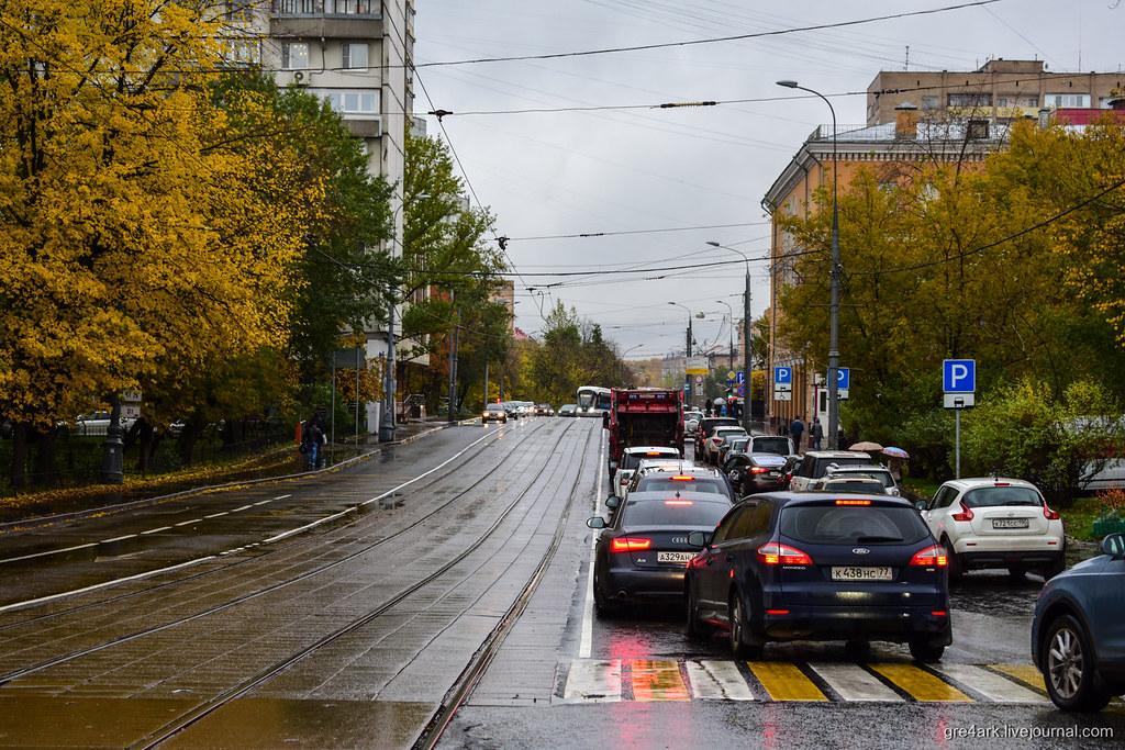 Обособление трамвайных путей разметкой. Фото: Аркадий Гершман