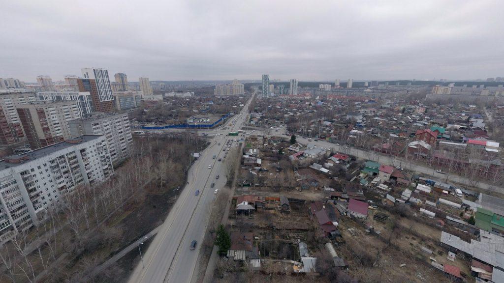 Улица Московская, преимущественно застроенная частными домами, а потому лишенная в прошлом хорошего общественного транспорта, сегодня активно застраивается и нуждается в качественном транспортном обслуживании.