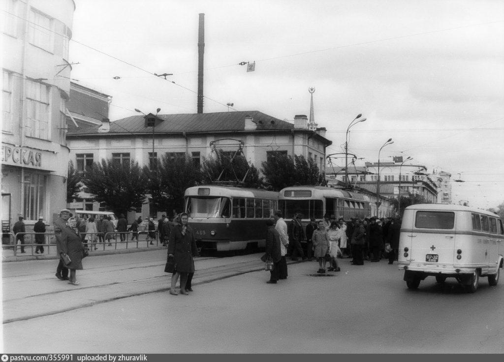 Трамвайная линия по улице 8 Марта в советское время.